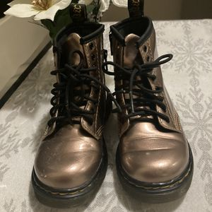 Girls Boots Size 9 Rose Gold Dr. Martin for Sale in Long Beach, CA