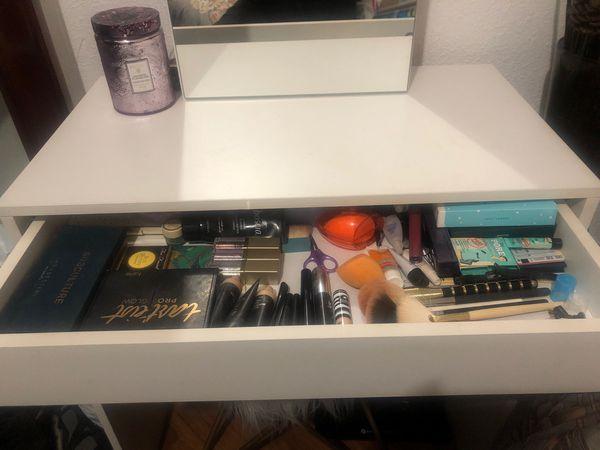 Makeup vanity / Samson Vanity with mirror