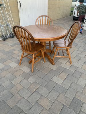 Kitchen table and chairs for Sale in Bellflower, CA