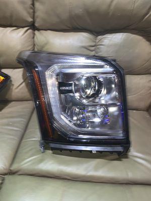 2014-2020 GMC Yukon headlight oem for Sale in Mesquite, TX
