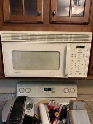 GE Range Microwave for Sale in Westlake, OH