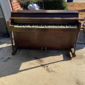 Will Pay Someone $50.00 To Haul Off Piano for Sale in Columbia, SC