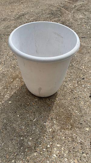 Sterilite garbage can for Sale in Joliet, IL