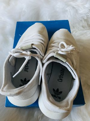 Adidas shoes size 5.5y( fits women's 7) for Sale in Victorville, CA