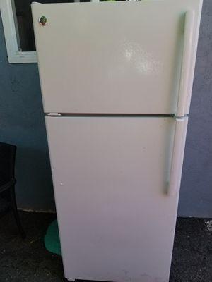 GE fridge ( refrigerador GE) for Sale in Hayward, CA