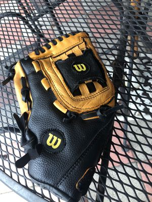 "Wilson Base ball glove 11"" left hand throw for Sale in Covina, CA"