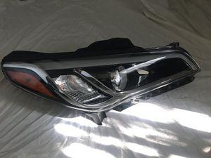 Left side headlight for Hyundai Sonata for Sale in Corona, CA