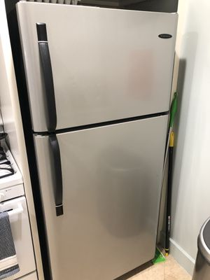 Frigidaire Refrigerator & Freezer for Sale in West Hollywood, CA