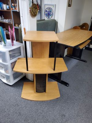 Small computer desk for Sale in Erie, PA