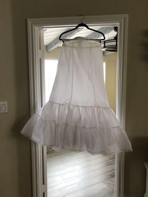 Wedding dress undershirt/White/Underskirt/Wedding dress/Almost new for Sale in Calimesa, CA