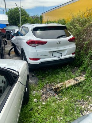 Hyundai Tucson for parts out 2017 for Sale in Miami, FL