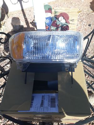 New! Driver and passenger side Halogen Headlamps with bulbs.. 94-96 GMC Sonoma for Sale in Las Vegas, NV