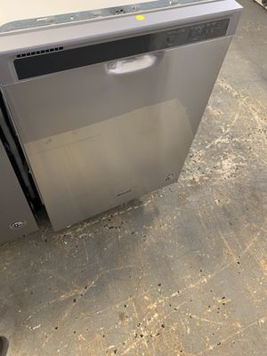 "24"" WHIRLPOOL DISHWASHER STAINLESS STEEL WITH WARRANTY for Sale in Lake Ridge, VA"