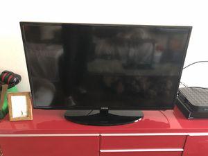 """Samsung smart TV 42"""" for Sale in Los Alamitos, CA"""