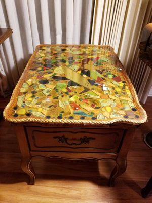 Cool End Table for Sale in St. Petersburg, FL