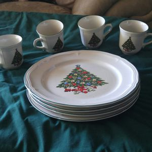 Christmas Holiday Dinnerware Set for Sale in Orlando, FL