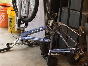 Schwinn Sidewinder, needs axle bolt Pending for Sale in Sumner, WA