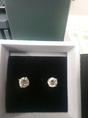14kt pair of diamond stud earring 1.1 grams apx 40 pts each for Sale in Houston, TX
