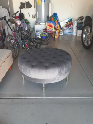 Velvet upholstered....round ottoman for Sale in Tolleson, AZ