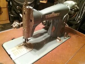 1952 vintage sew mor sewing machine for Sale in Las Vegas, NV