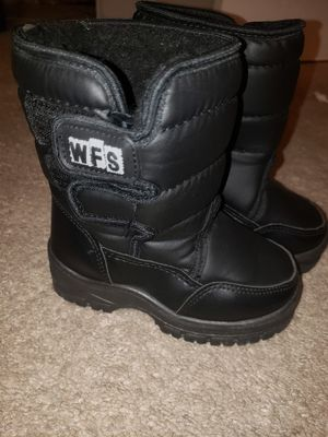 Snow boots, toddler snow boots, kids boots for Sale in San Diego, CA