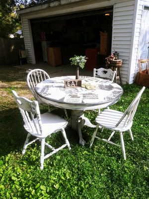 """The Old West Historical Table Set! Claw Feet, Round Kitchen Table Solid Wood 48""""! Distressed Articles. 4 Chairs! for Sale in Joliet, IL"""