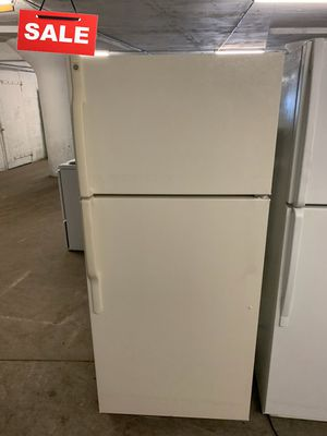 🚀🚀🚀With Icemaker Refrigerator Fridge GE Top Freezer #1370🚀🚀🚀 for Sale in Pasadena, MD