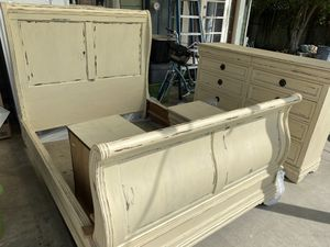Queen bed frame set with headboard, frame, dresser, and 2 nightstands for Sale in Colton, CA