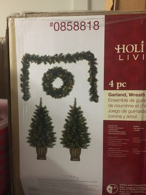 4 piece garland and wreath set for Sale in Roseville, CA