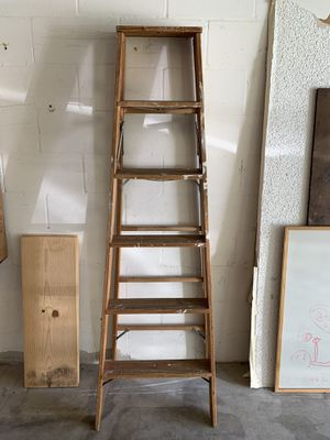 6 foot wood step ladder for Sale in Port Richey, FL