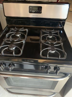 Black Stainless Steel Stove Frigidaire for Sale in Fontana, CA