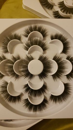 Wispies 7 pair eyelashes for Sale in Buena Park, CA