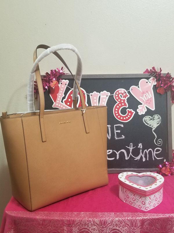 77d333adc87a Michael Kors Rivington tote bag for Sale in McAllen, TX - OfferUp