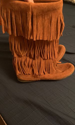 Minnetonka fringe boots. Size 9 for Sale in Round Rock, TX