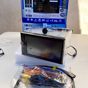 New Soundstream Double Din Bluetooth Backup Camera for Sale in East Los Angeles, CA