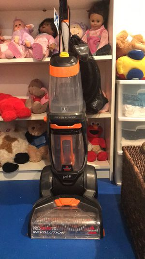 Bissell proheat 2x revolution carpet cleaner. for Sale in Burke, VA