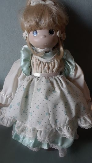 PRECIOUS MOMENTS VINTAGE VINTAGE DOLL WITH IN SEAFOAM GREEN DRESS for Sale in Stockton, CA