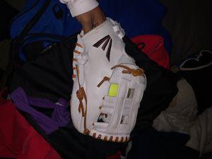 11.75 inch Easton Softball Glove for Sale in Anaheim, CA