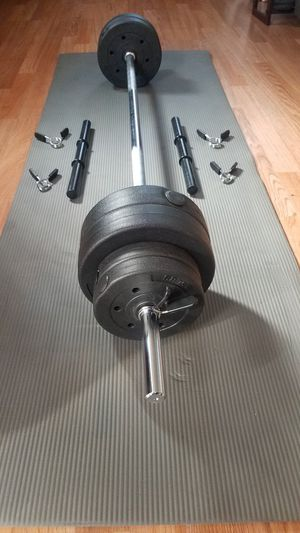 5 foot standard barbell 15lbs with clips 2x Adjustable dumbbell handles 4x7.5lbs 4x2.5lbs 40lbs total for Sale in Montebello, CA