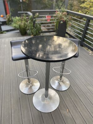 Bar height table and swivel stools for Sale in Mukilteo, WA