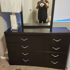 Dresser And Mirror for Sale in Tacoma, WA