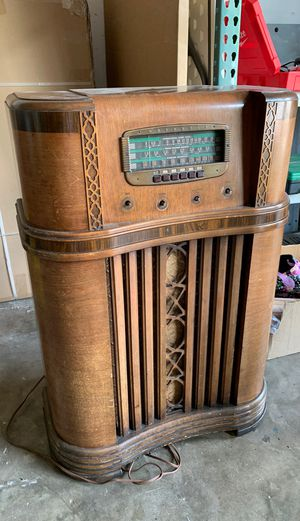 Antique Radio! Awesome statement piece for any man cave or Gameroom!! for Sale in Orlando, FL