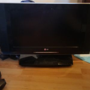 32 In LG Tv With Built In Dvd Player With Remote for Sale in Berlin, NJ