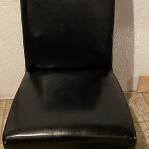 Black Chair With Wood Legs for Sale in Clinton Township, MI