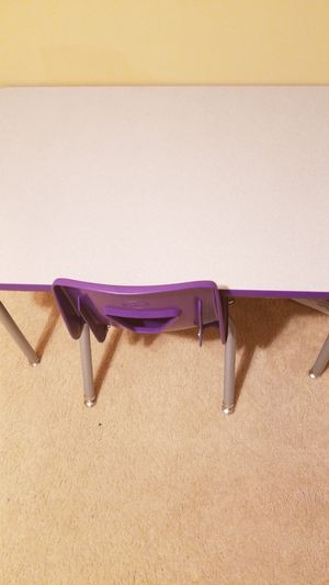 Kids desk with chair for Sale in Lorain, OH