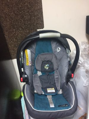 Car seat W/ Base for Sale in Silver Spring, MD