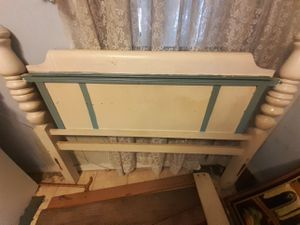 Full size bed and dresser for Sale in Houston, TX