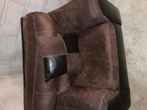 Live seat brown and black for Sale in Lincoln, NE