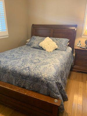 Queen size bedroom set for Sale in Douglasville, GA
