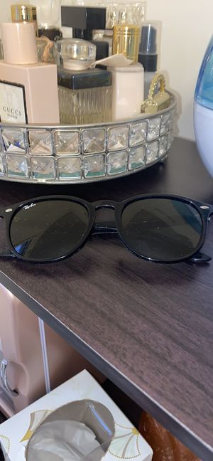 Ray an sunglasses for Sale in Boyds, MD